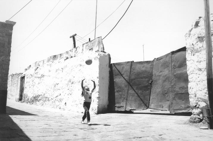 010.009.3.06 Achter de Carretera Central, Lima, 1990