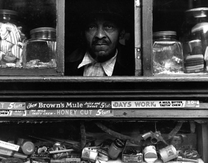 Harlem Merchant, NYC, 1937