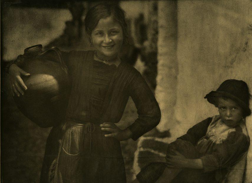 Jose Ortiz-Echague <br> Rosita Y Su Hermano, N.D.