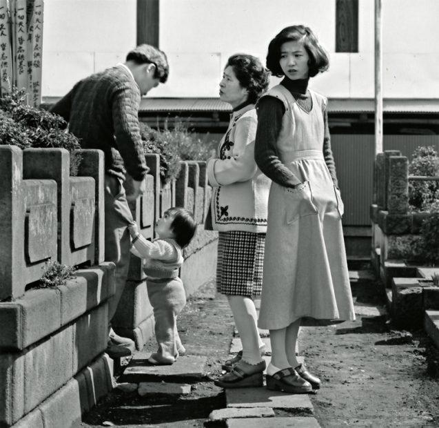 Ken Bloom<br>Ogijubo, Tokyo Cemetery, March 1976