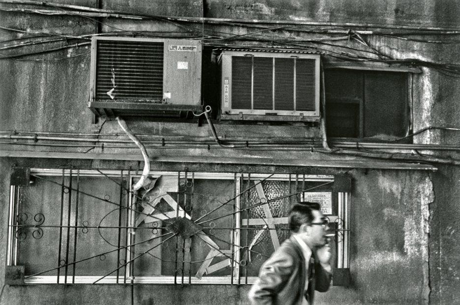 Ken Bloom<br>Salary Man in Alley, Tokyo, October 1976