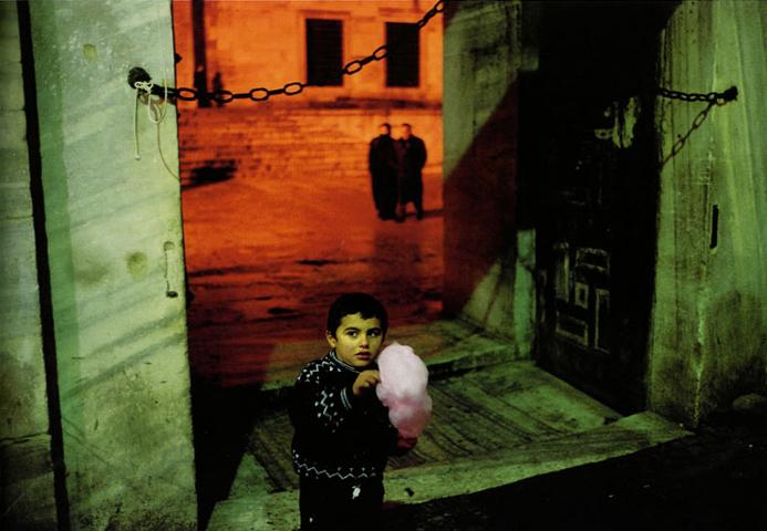 Alex Webb<br>Istanbul, Turkey, 2001