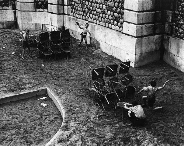Sabine Weiss<br>Montmartre, Paris, 1952