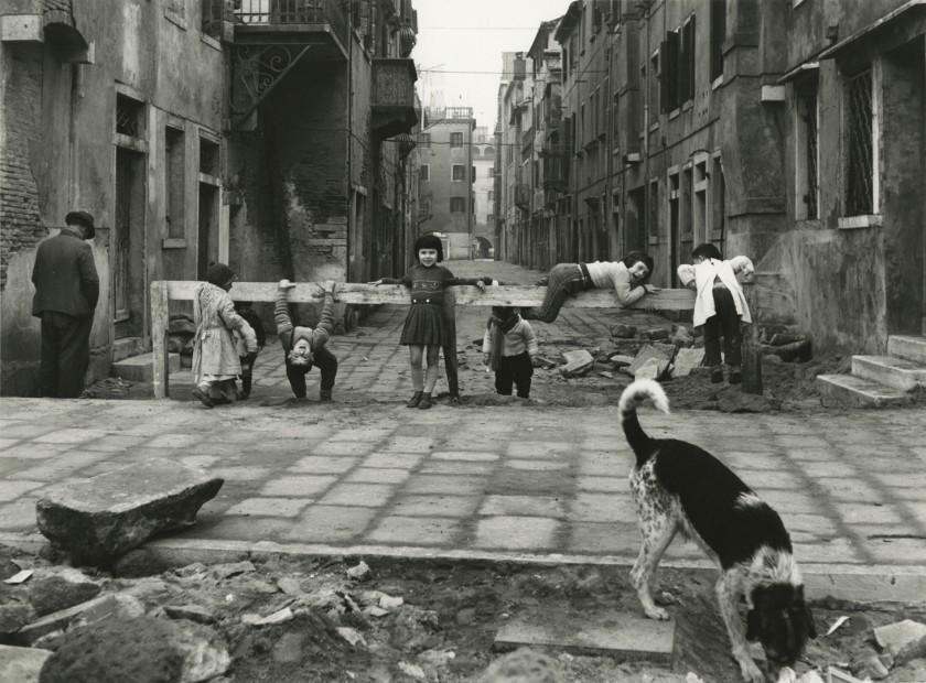 Elio Ciol <br> Giochi a Chioggia, 1961