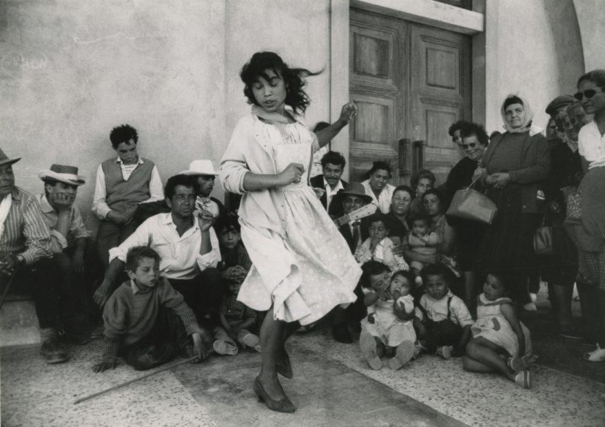 Gitane, Pelerinage aux Saintes-Maries-de-la-Mer (Gypsy girl, Pilgrimage at Saintes-Maries-de-la-Mer), 1960