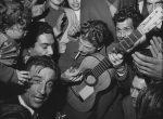 Thumbnail image: Mariage gitan et Manitas de Plata, Tarascon, (Gypsy Wedding and Manitas de Plata, Tarascon), 1952