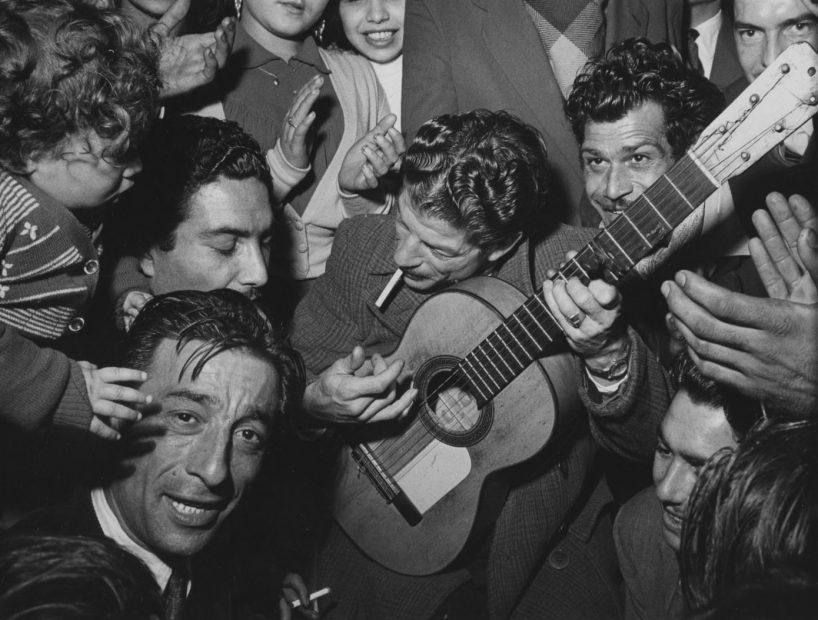 Mariage gitan et Manitas de Plata, Tarascon, (Gypsy Wedding and Manitas de Plata, Tarascon), 1952